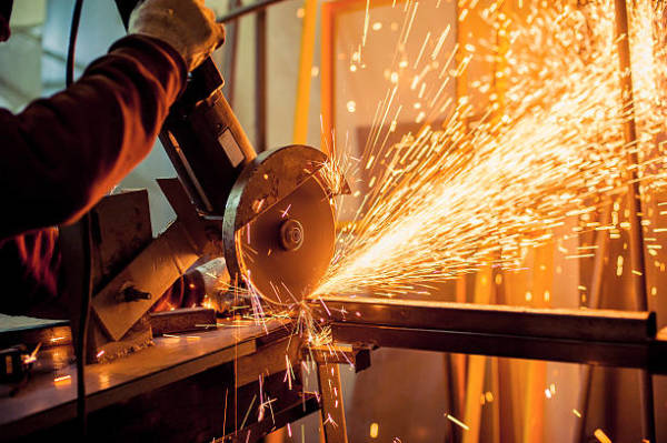 Factors to Prioritize When Picking a Metal Fabrication Company